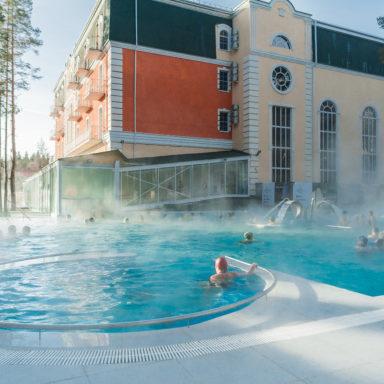 Открытый термальный бассейн в Баден-Баден