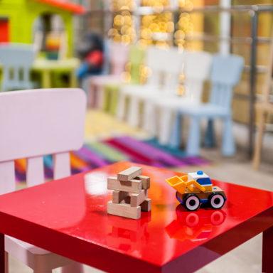 Игрушки в детской комнате Баден-Баден