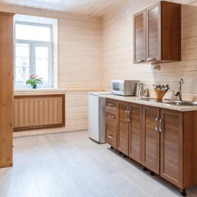 Кухня в коттедже на термальных источниках